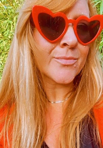 Lunettes de soleil coeur eighties rouges