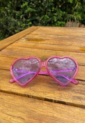 Lunettes de soleil coeur translucides violet/rose