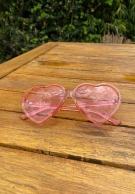 Lunettes de soleil coeur translucides rose clair