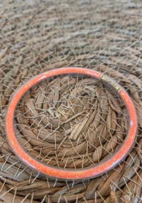 Bracelet jonc paillettes plastique orange fluo