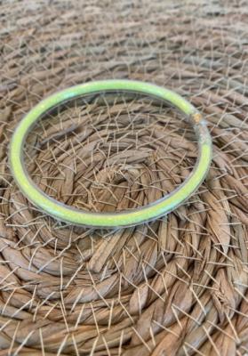 Bracelet jonc paillettes plastique jaune fluo